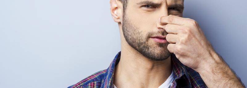¿Qué produce el mal olor?