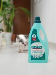 Limpiar y desinfectar con mascota en casa