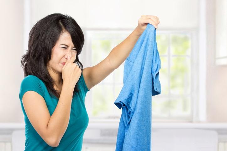 ¿Cómo quitar el mal olor en la ropa?