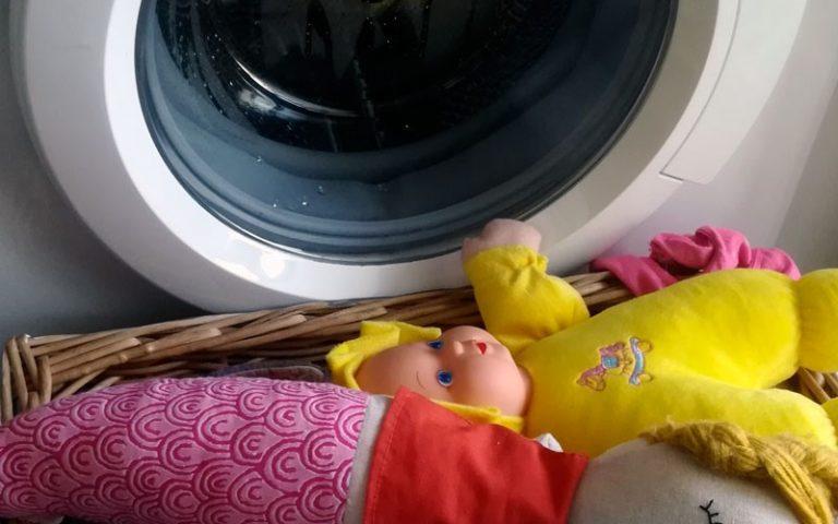 ¿Cómo desinfectar los juguetes del bebé en la lavadora?