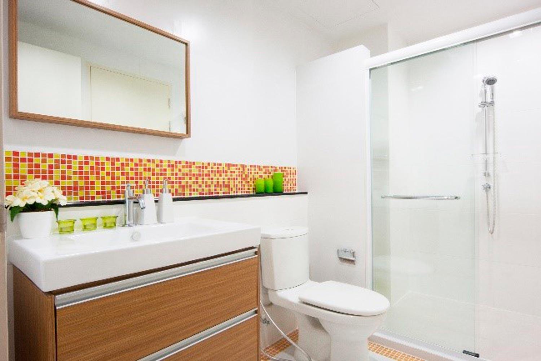Limpiar y desinfectar el baño