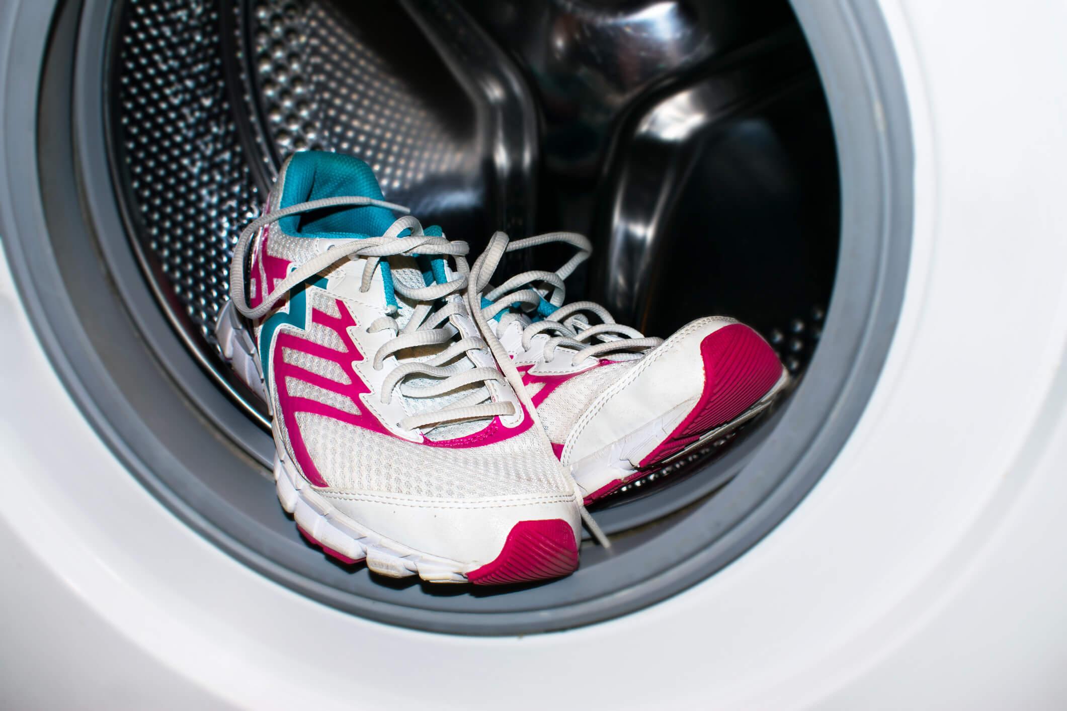 Ordenado Fortalecer Tanga estrecha  Cómo lavar las zapatillas en la lavadora? | Sanytol