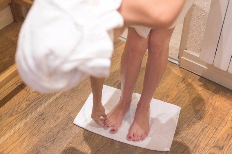 Seca tus pies al salir de la ducha